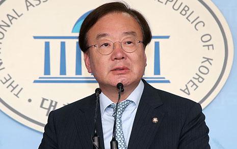 외교관, '강효상 의원에게 유출' 인정했다