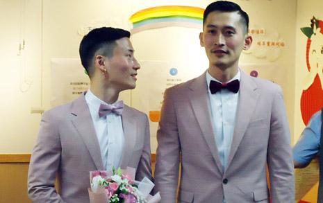 대만, 아시아 최초 '법적 동성부부' 탄생... 혼인 신고 시작