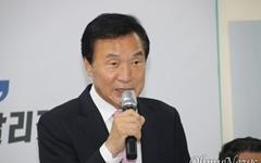 """손학규 """"유승민은 대한민국 정치 개척하는 전사"""" 극찬"""