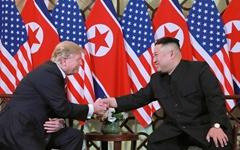 """트럼프 """"김정은과 매우 우호적 친서 오갔다... 관계 좋아"""""""