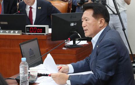 또 한국당 태클... 올 2학기만 고교무상교육, 내년부턴 중단?