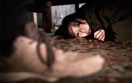 """""""조용히 해!"""" 내 방에 침입한 남자... 그날 이후 악몽"""
