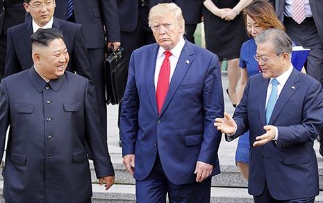 """남북미 정상 판문점 회동 """"잘했다"""" 63% 압도적"""