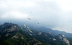구름 좋은 날 북한산 풍경