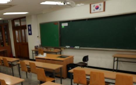 '영혼 팔아' 정교사 꿈 이룬 후배 교사