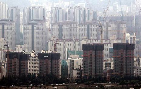 """백지수표 된 건축비 """"강남 아파트는 황금으로 짓나"""""""