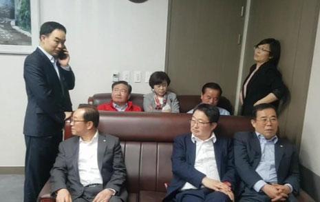 한국당의 '경찰조사 불응'은 체포사유다