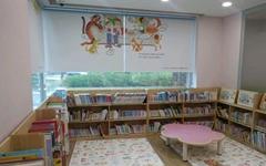 나는 아기와 함께 도서관으로 놀러간다