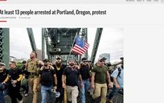 """미 포틀랜드서 극우-좌파 '맞불 시위'... 트럼프 """"면밀히 주시"""""""