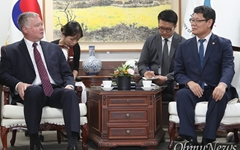 """비건 """"러 대사 안 간다, 북미 실무협상 집중""""...판문점 대신 중국으로?"""