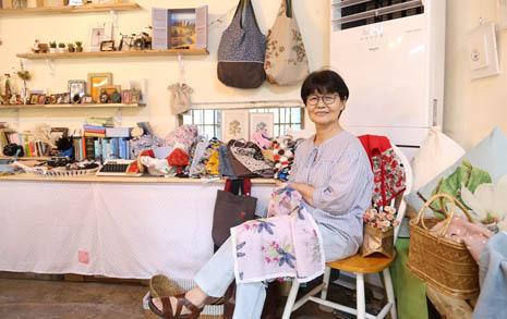 73세, 40여 년... 그녀가 바느질로 이뤄낸 것들