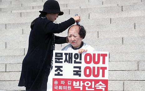 '삭발 2호' 박인숙 격려한 황교안, '릴레이 삭발' 질문엔?