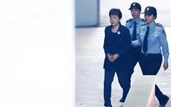 '형집행정지 불허' 박근혜 전 대통령 16일 입원해 어깨수술