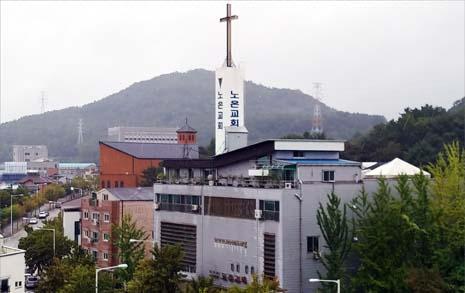 문서 위조해 억대 퇴직금 챙긴 목사, 성도들이 고소