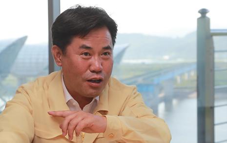 '민란' '홍위병' 호통친 한국당 의원들... 어느 군수의 일침