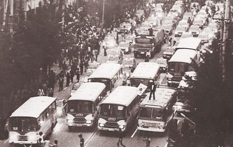 차량시위 뒤 공수부대 집단발포로 시민 살상