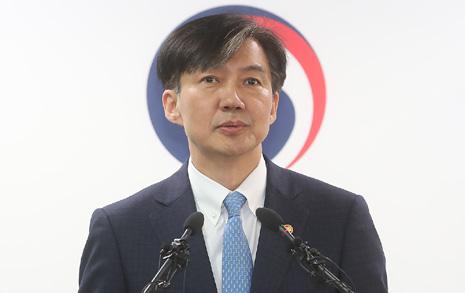 """조국 전격 사의 표명 """"검찰개혁 불쏘시개 역할 여기까지..."""""""