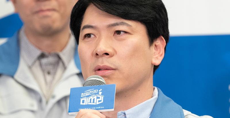 """""""발가락에 힘 주고 참았다"""" '청일전자' 김상경의 첫 경험"""