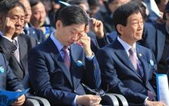 사진으로 보는 부마항쟁 기념식, 눈물 훔치는 김경수 지사