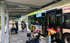 휠체어 전용 공간, 한국 버스에도 당연히 있겠죠?