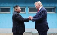 """트럼프 """"북한 관련 흥미로운 정보... 대대적 재건 이뤄질 것"""""""