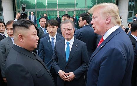 '탄핵 위기' 트럼프... 북한은 미국과 잡은 손 놓을까?