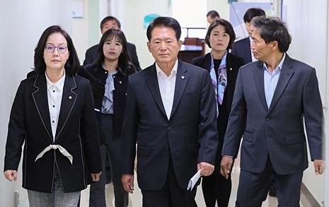 인헌고 사태, 한국당의 방문이 환영받지 못했던 이유