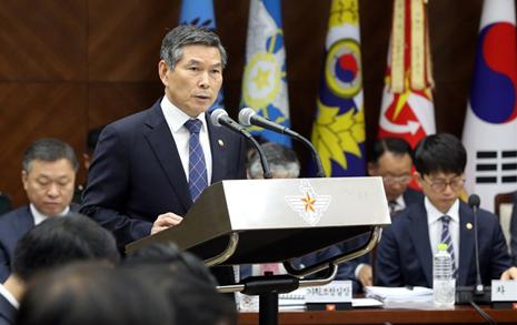 '남북 대결' MB·박근혜 때보다 국방비 더 올리겠다니