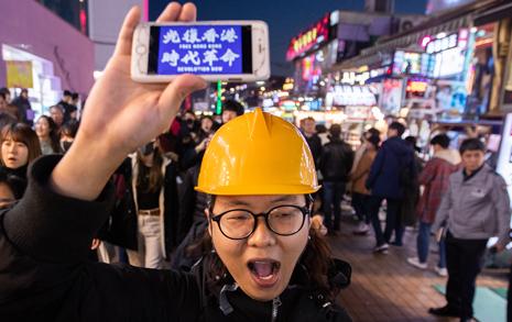 """""""홍콩 청년의 죽음, 시민들은 '이한열'을 떠올린다"""""""