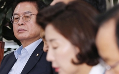 """정우택 """"유승민만 개혁 보수? 바른미래당 간판 내려야"""""""