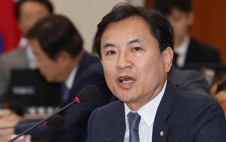 문자 충전에 4400만원... 김진태 의원 정치자금 분석했더니