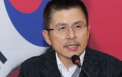 """윤석열 극찬한 황교안 """"청와대가 국민을 속였다"""""""