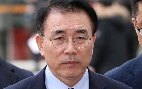 신한금융이 '채용비리' 조용병 회장 연임 서두르는 속사정
