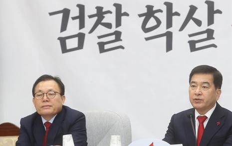 """""""전두환보다 심각"""" """"검찰총장이 똥개?""""... 한국당 총공세"""