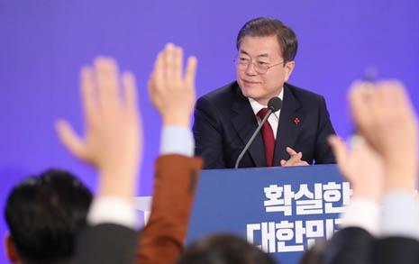 """""""집값 원상 회복돼야""""... 문 대통령, 부동산에 눈 떴나"""