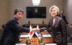 일 외무상, 강경화 장관에 '강제징용 문제 해결책' 요구