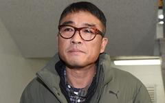 '성폭행 의혹' 김건모 경찰 첫 출석… 피의자 신분