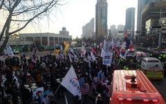 부산서 태극기 집회 행진 중 교통사고 7명 부상