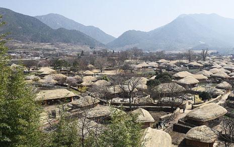 200년 이상 된 옛 마을인데 아직 사람이 삽니다