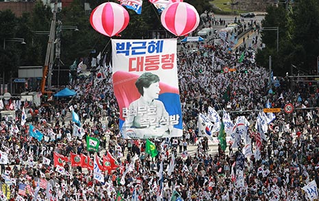 극우가 리드하는 한국 보수, 어쩌다 이 지경 됐나