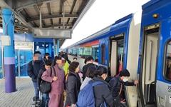 설날 연휴 첫 날, 버스·기차·자동차 타고 고향 찾은 시민들
