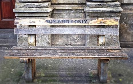 백인 전용, 비백인 전용... 어느 쪽에도 앉을 수 없었다