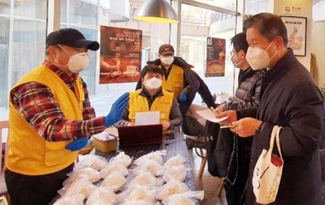 1000만 원 모금, 사비 털어 마스크... 중국 돕기 나선 해외동포들
