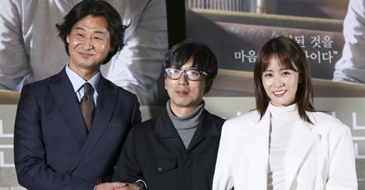 """""""돈보단 영화가 우선""""... 시사회서 입간판 옮긴 이 배우들"""