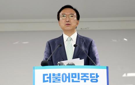 비례정당 엿보다 중도층 놓칠라, 고뇌 빠진 민주당