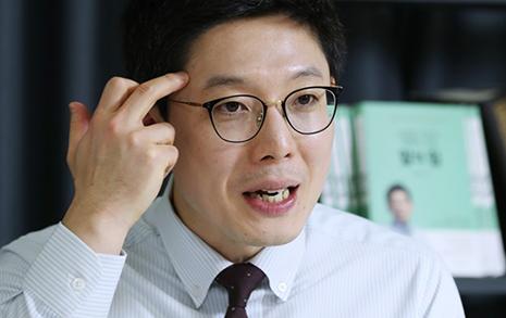 '기승전 문재인 정부 비난'... 그러더니 총선 출마