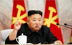 김정은 22일만의 공개활동…군간부 앞 지휘봉 들고 설명