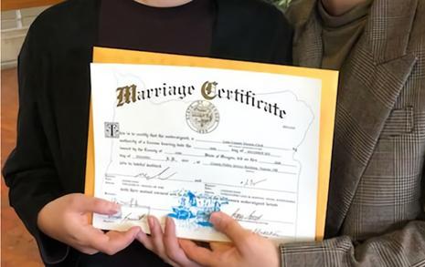 제 결혼식은 구청에서 10분 만에 끝냈습니다