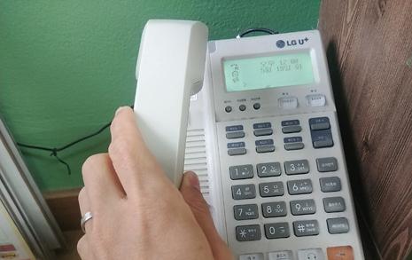 수백개 문자 오가는 온라인수업... 난 전화기를 들었다