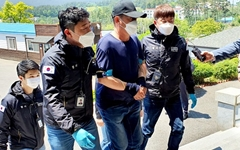 [사진] 보트 밀입국 용의자, 태안해경 압송